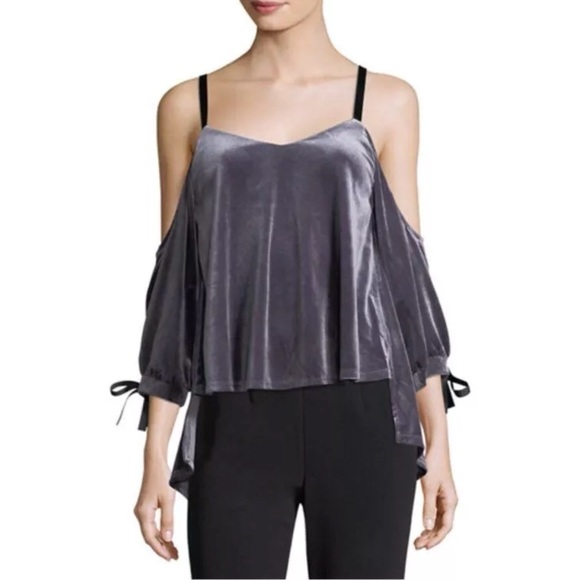 Romeo & Juliet Couture Tops - Romeo Juliet Couture Cold Shoulder Open Back